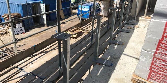 Stalen steunen betonvloeren verdieping